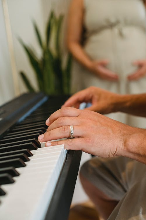 Hamileyken Bebeğe Ne Tarz Müzikler Dinletilmelidir?